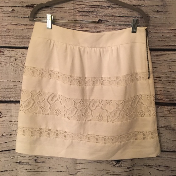 Ann Taylor LOFT Ivory Lace Accent Skirt. Size 8.